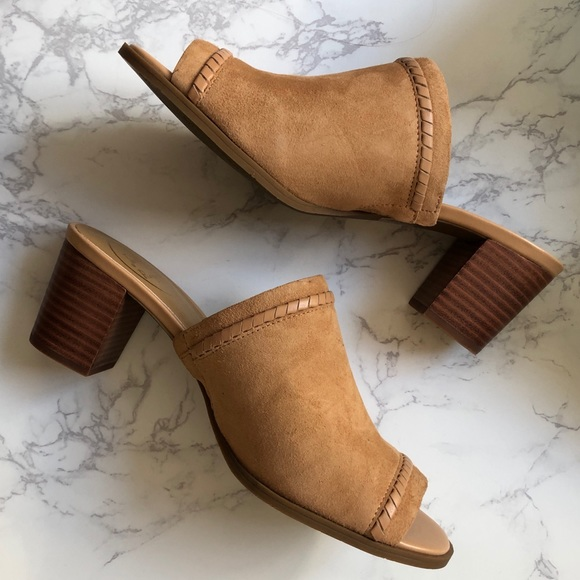 0674c07c75e NWT Jack Rogers Campbell Suede Mules